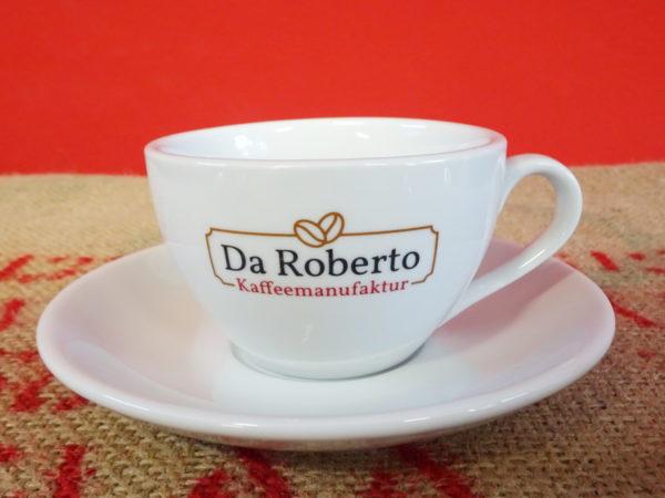 Milchkaffee Ober- und Untertasse mit Da Roberto Logo auf Kaffeesack