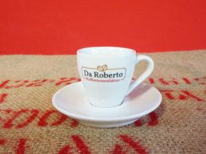 Espresso Ober- und Untertasse mit Da Roberto Logo auf Kaffeesack